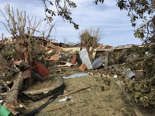 At least 20 dead as tornadoes rip across the US