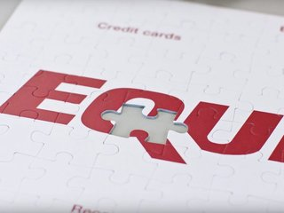 Dems want Equifax extend protection to consumers