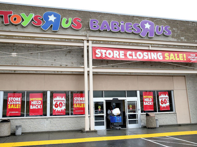 Toys 'R' Us liquidation sales kick off with last minute bargains